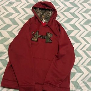 Camo and maroon under armour hoodie